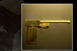 Scaramanga's golden gun designed by Colibri