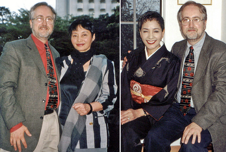James Bond continuition author Raymond Benson meets Akiko Wakabayashi & Mie Hama in 2001